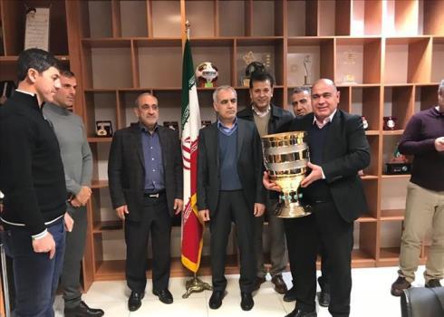 اهدای جام قهرمانی مسابقه سوپرجام به پرسپولیس