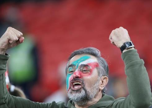 تشویق هماهنگ هواداران تیم ملی در بازی با عمان