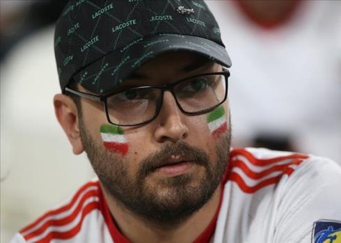 تلاش سرمشوقین در جریان بازی ایران و عمان